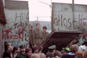 berlin-wall-comes-down
