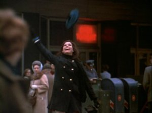 Mary_Tyler_Moore_throwing_hat_in_air[1]
